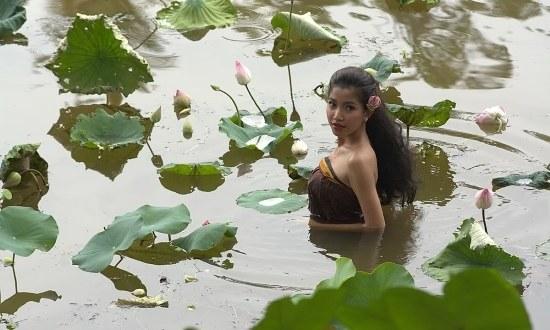 """Kadr z rozgrywajacego się w Kambodży """"The Last Reel"""" Sotho Kulikar /materiały prasowe"""