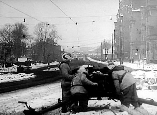 Kadry z hitlerowskiej kroniki filmowej przedstawiają niemieckie przygotowania do obrony Katowic /Odkrywca