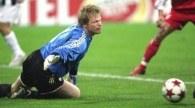Kahn na kolanach, Bayern przegrał /AFP