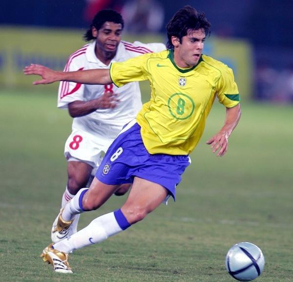 Kaka dwa razy pokonał bramkarza rywali. ZEA-Brazylia 0:8 /AFP