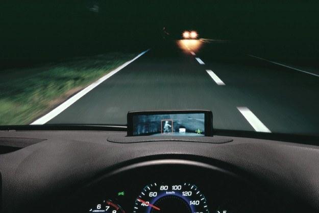 Kamera w podczerwieni potrafi dostrzec pieszych szybciej niż kierowca /