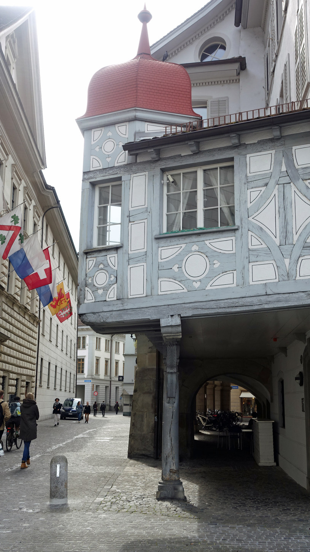 Kamienica na jednym słupie /Styl.pl