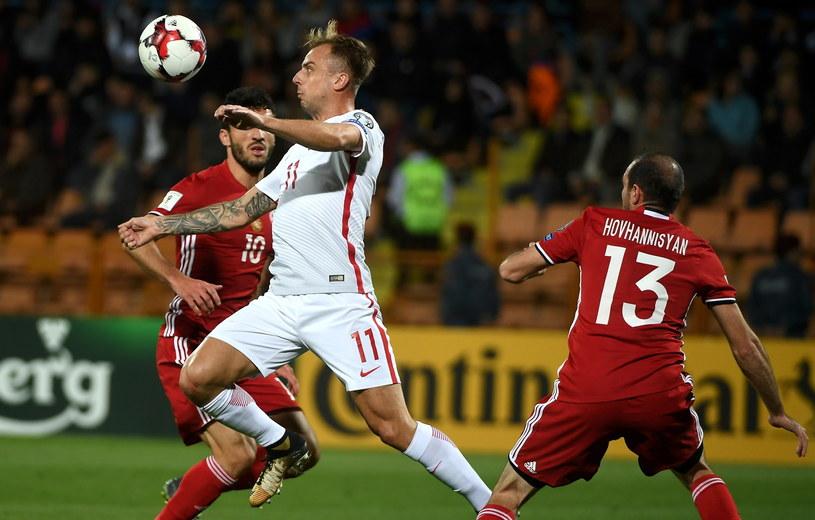 Kamil Grosicki (L) w meczu z Armenią /Bartłomiej Zborowski /PAP
