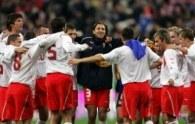Kamil Kosowski (w środku) może zaliczyć występ przeciwko Francji do udanych /AFP