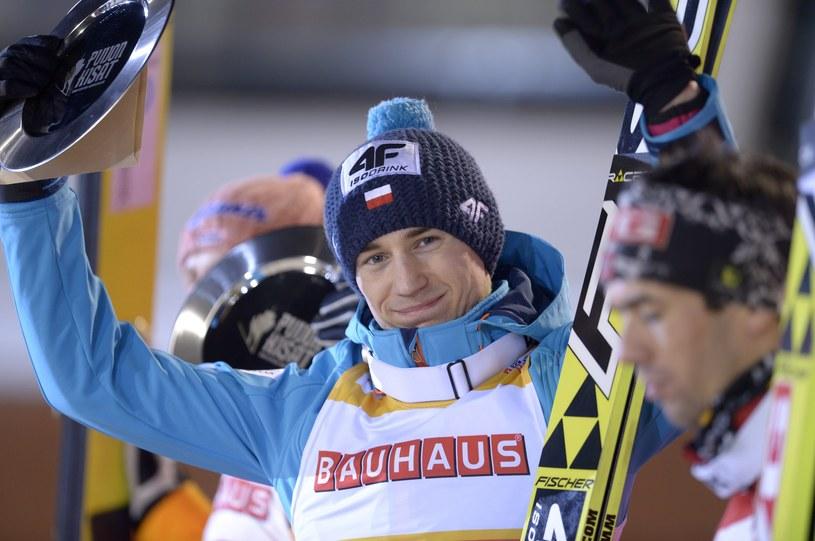 Kamil Stoch cieszy się ze zwycięstwa w Kuopio /AFP