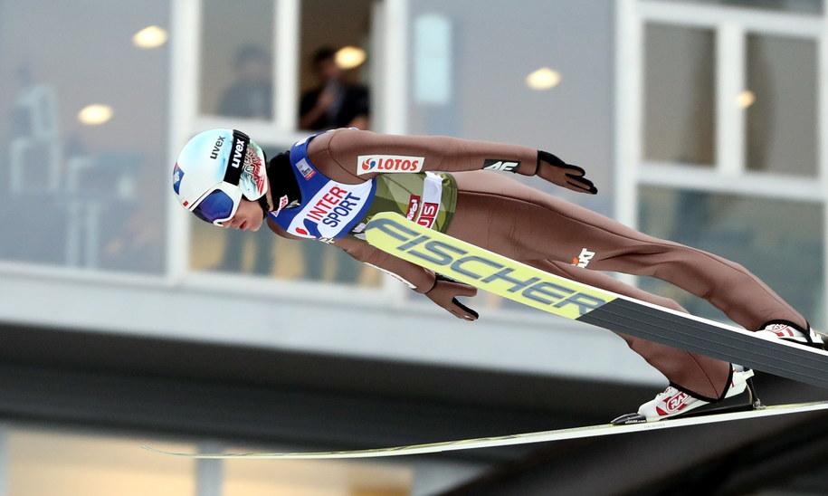 Kamil Stoch podczas skoku w kwalifikacjach do konkursu 66. Turnieju Czterech Skoczni w Innsbrucku /Grzegorz Momot /PAP