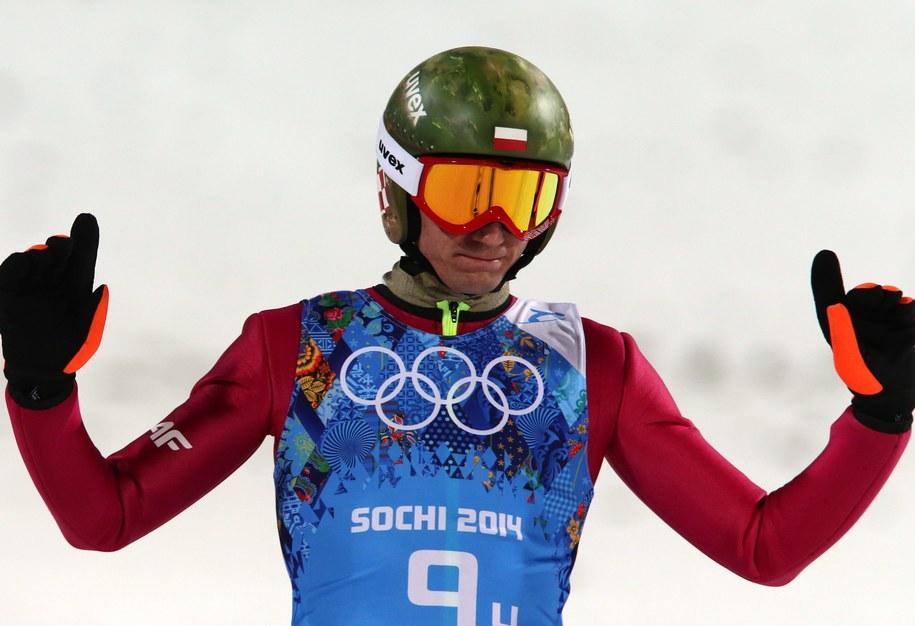 Kamil Stoch w drużynowej rywalizacji na dużej skoczni w Soczi /Grzegorz Momot /PAP