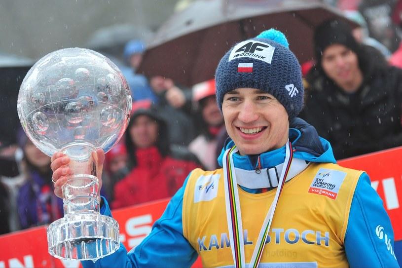 Kamil Stoch z Kryształową Kulą za zwycięstwo w klasyfikacji generalnej Pucharu Świata /AFP