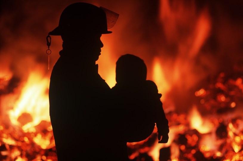 Kanada: Strażak ratuje dziecko (arch.) /Chris Cheadle /East News