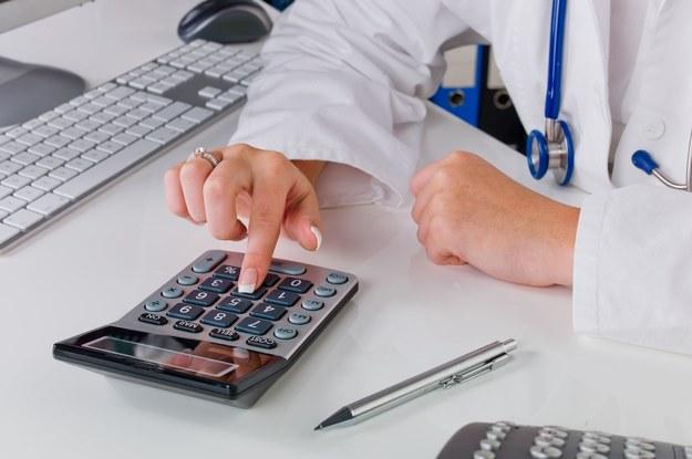 Kanadyjscy lekarze nie chcą podwyżek /123RF/PICSEL