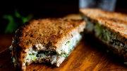 Kanapka z pastą z sera i brokułów