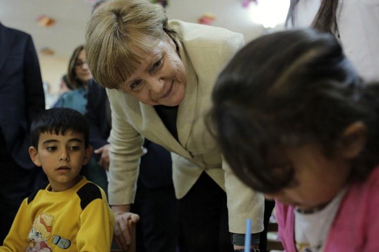 Kanclerz niemiec Angela Merlek w obozie dla uchodźców /Zdj. ilustracyjne /AFP
