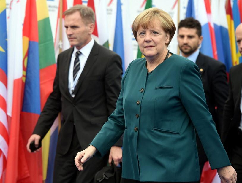Kanclerz Niemiec w drodze na obrady drugiego dnia szczytu Azja-Europa w Mediolanie. /PAP