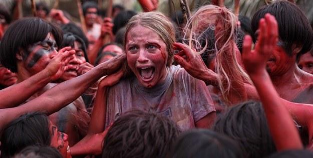 """Kanibalizm jest powszechny w wielu plemionach świata, kadr z filmu """"The Green Inferno"""" /materiały prasowe"""