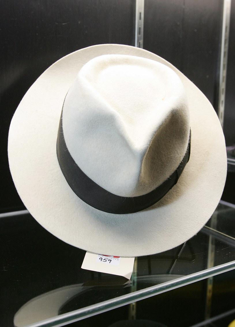 Kapelusz Michaela Jacksona jest wyceniany na około 7-10 tysięcy funtów /Getty Images