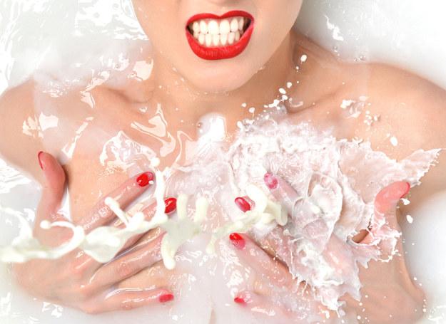 Kąpiel w mleku kokosowym /123RF/PICSEL