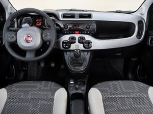 Kapitalna zaleta Pandy 4x4: wewnątrz pozostaje przytulnym autem miejskim. Wersja z dieslem ma 5 biegów. /Fiat