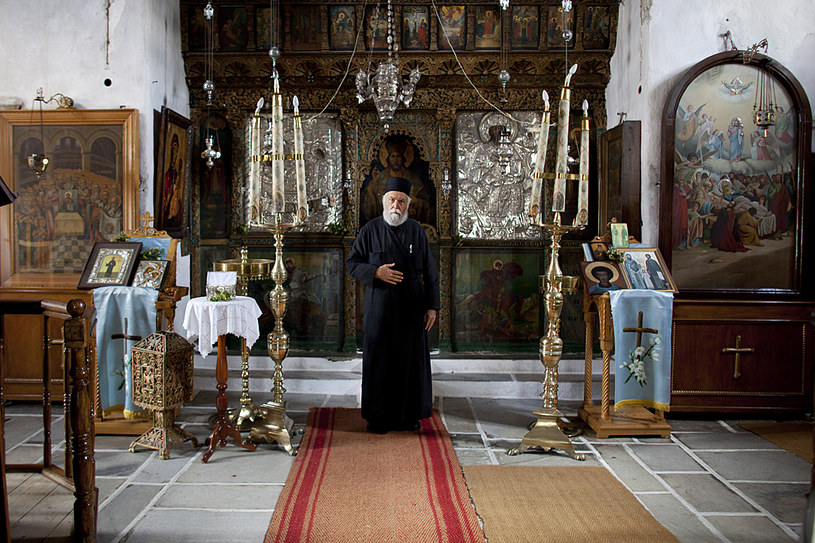 Kapłan w bizantyjskim kościele na wyspie Naxos /fot. Eirini Vourloumis /The New York Times Syndicate