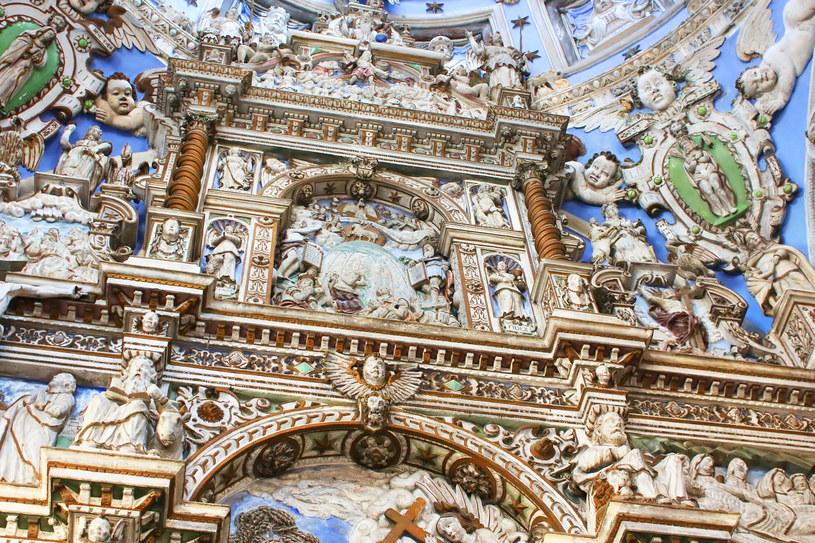 Kaplica Boimów z zewnątrz prezentuje się okazale, ale jeszcze większe wrażenie robi wnętrze z błękitną, po części przeszkloną kopułą. /123RF/PICSEL