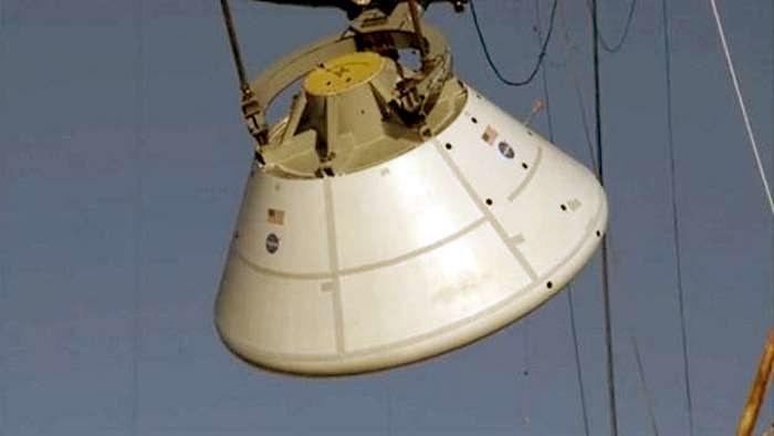 Kapsuła Orion podczas próbnego upadku na powierzchnię wody /NASA