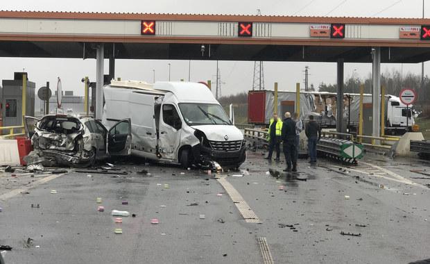 Karambol na A2: Tir staranował 5 aut. Są ranni