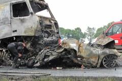 Karambol na A4, auta stanęły w ogniu