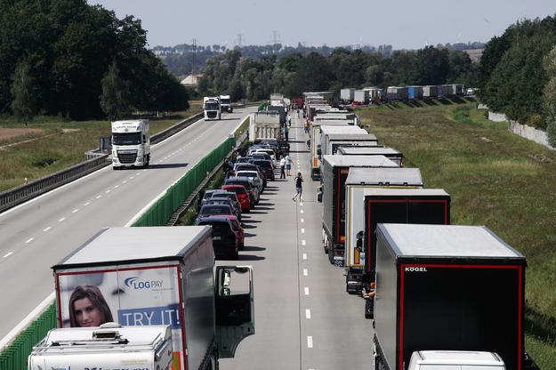 Karambol pod Wrocławiem (zdjęcie ilustracyjne) /PIOTR KRZYZANOWSKI/POLSKA PRESS GRUPA /East News