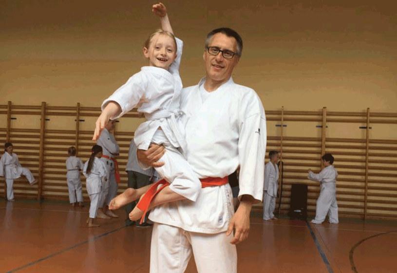 Karate stało się rodzinną pasją. Matylda i Kacper uwielbiają wspólne treningi z tatą /archiwum prywatne