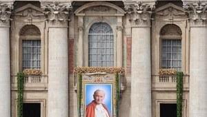 Kard. Dziwisz: Jan Paweł II jest obecny w naszych myślach i działaniach
