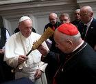 """Kard. Dziwisz powitał papieża w Katedrze na Wawelu. """"Tu bije serce Polski!"""""""