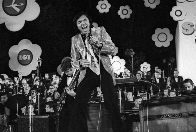 Karel Gott - 08.1970. X Miedzynarodowy Festiwal Piosenki w Sopocie /Aleksander Jalosiński /Agencja FORUM