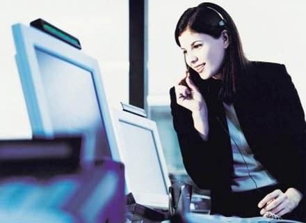 Kariera sekretarki rozpoczyna się od wykonywania rutynowych prac biurowych /INTERIA.PL