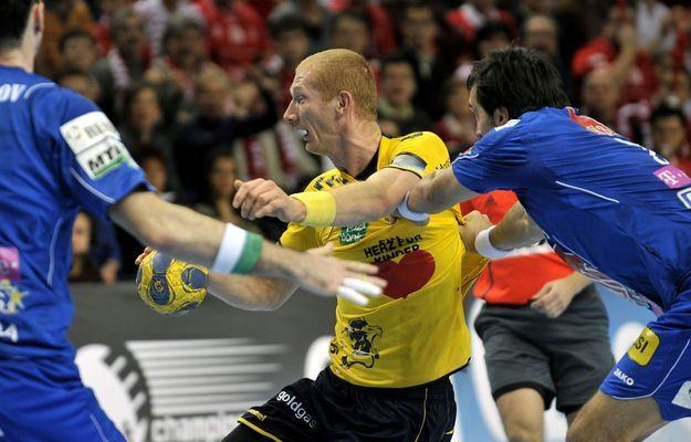 Karol Bielecki (na żółto) z Rhein Neckar Loewen. /AFP