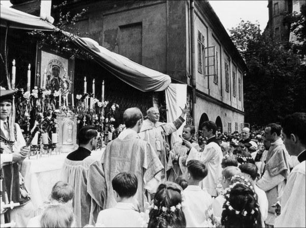 01.10.1978 - kardynał Karol Wojtyła odprawia mszę św. po Wawelem w Krakowie