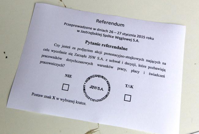 Karta referendalna /PAP/Andrzej Grygiel    /PAP
