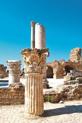 Kartaginę założyli Fenicjanie w  IX w. p.n.e.  Po potężnym ośrodku pozostały ruiny. /123/RF PICSEL