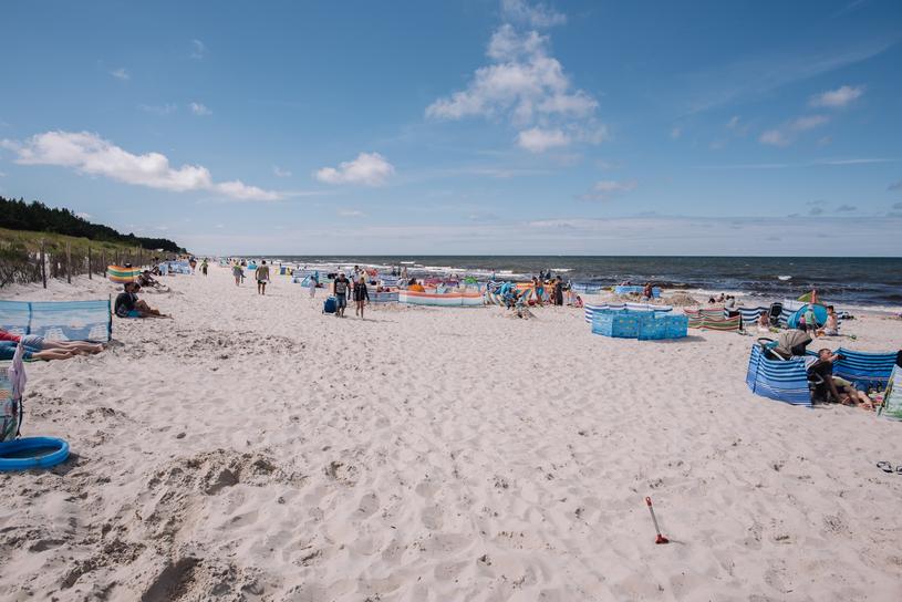 Karwia słynie z szerokiej plaży /Marcin Gadomski /East News