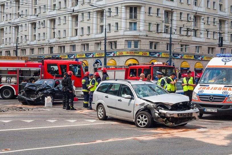 Kary za brak OC są dotkliwe, ale to nic w porównaniu z kosztami na jakie narażamy się, jeśli spowodujemy wypadek /Piotr Grzybowski /East News