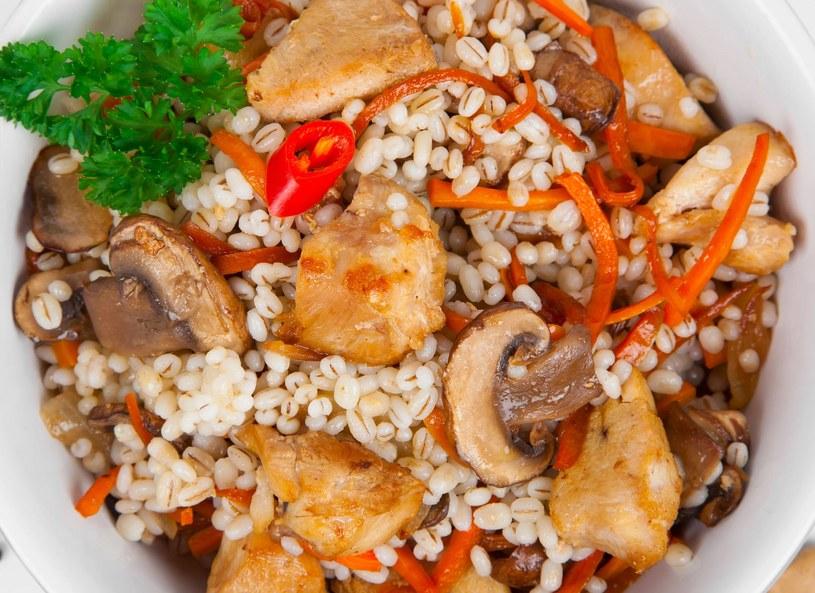 Kaszotto z kurczakiem i grzybami /123RF/PICSEL