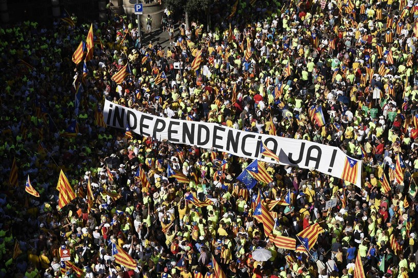 Katalończycy domagający się niepodległości /JOSEP LAGO /East News