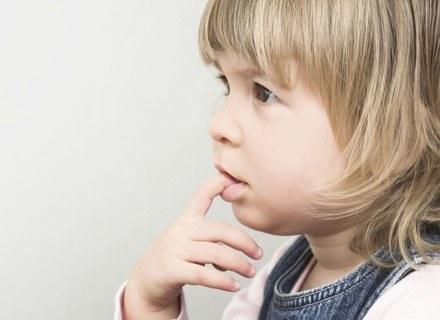 Katar o tej porze roku to częsta dolegliwość u większości dzieci. /ThetaXstock