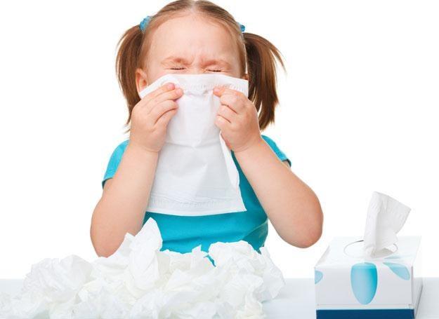 Katar u dziecka może być spowodowany wysuszoną śluzówką nosa /© Panthermedia