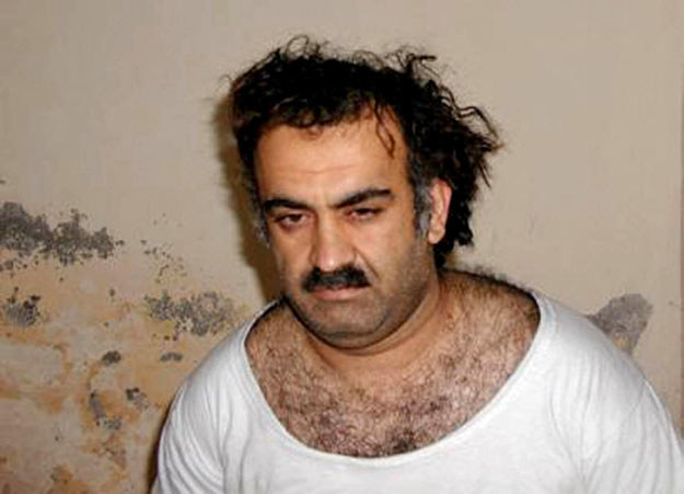 Katarski terrorysta Chaled Szejk Mohammed tuż po zatrzymaniu w 2003 roku fot. HO /AFP