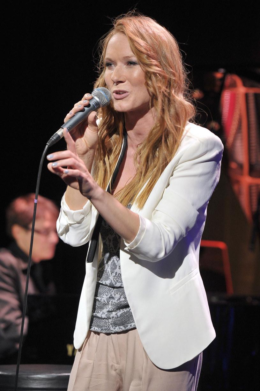 Katarzyna Dąbrowska śpiewa na scenie już od kilku lat /AKPA