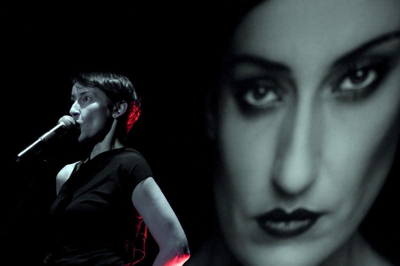 Katarzyna Groniec śpiewa piosenki Elvisa Costello  /East News