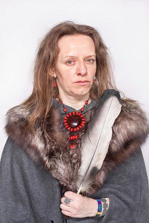 """Katarzyna Majak """"Bea – ta, która słucha lasu"""", z cyklu Kobiety Mocy; dzięki uprzejmości artystki i galerii Porter Contemporary NY /materiały prasowe"""
