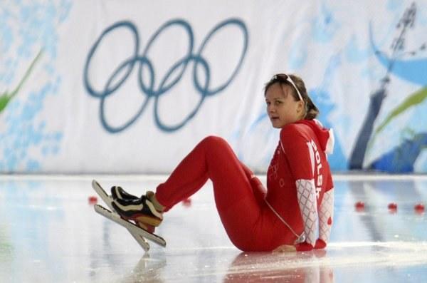 Katarzyna Woźniak zaliczyła upadek w wyścigu na 3000 m. /AFP