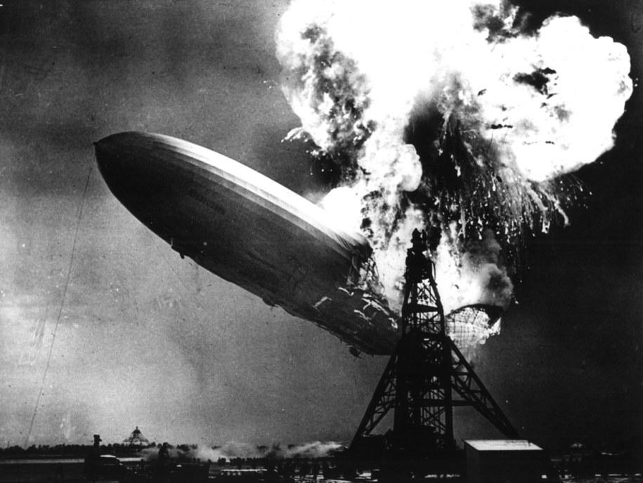 """Katastrofa """"Hindenburga"""" położyła kres wykorzystaniu sterowców do przewozu pasażerów w celach turystycznych /DPA /PAP/EPA"""
