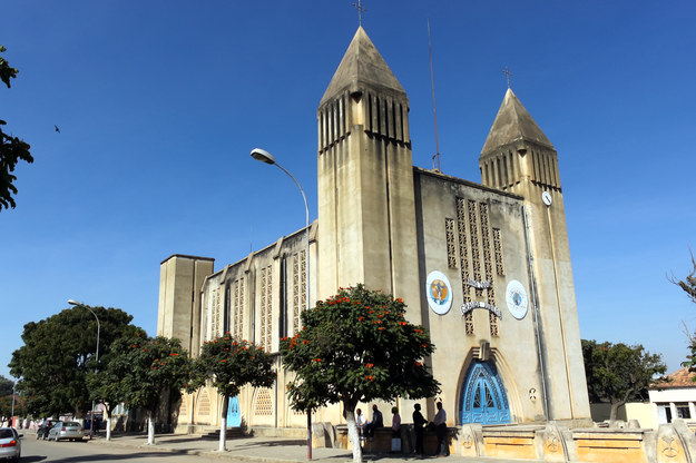 Katedra w Lubango, Angola /123/RF PICSEL