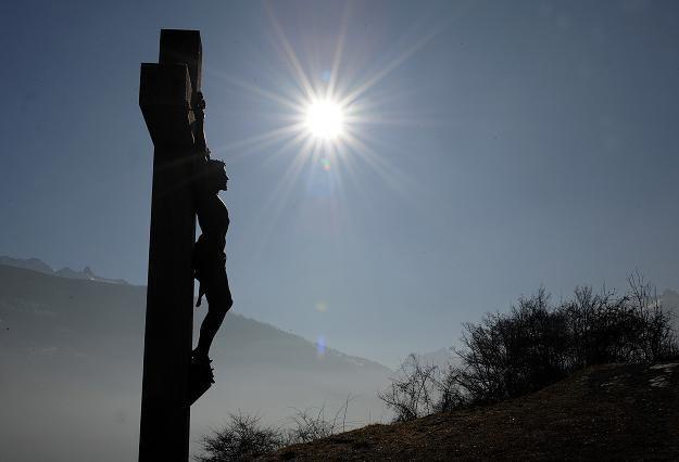 Katolicy wspominają tajemnicę męki i śmierci Chrystusa /AFP